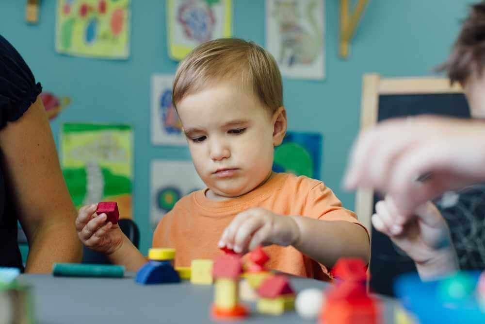 focused-toddler-playing-with-blocks-and-learning-s-V9FGX7H
